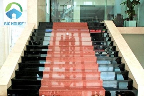 gạch ốp cầu thang hoàn mỹ 1
