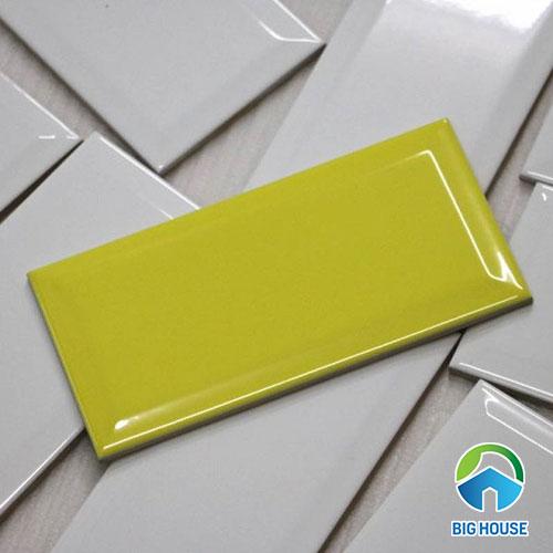gạch thẻ màu vàng